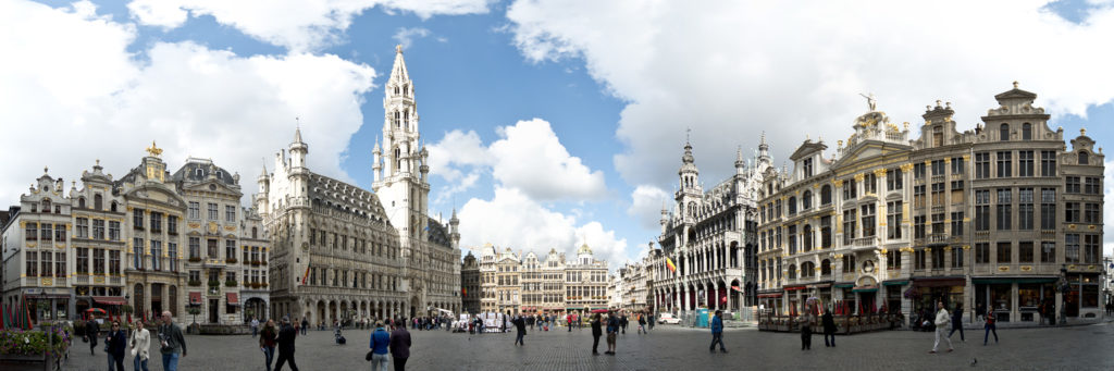 Brussels_Panorama_Grote_Markt_(CC BY 2.0)_Steve_Collis_